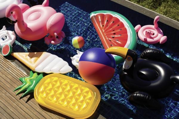 head_Beach-Life-Australia---Sunnylife-inflatables-