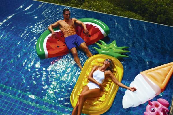 Pool-Fruits